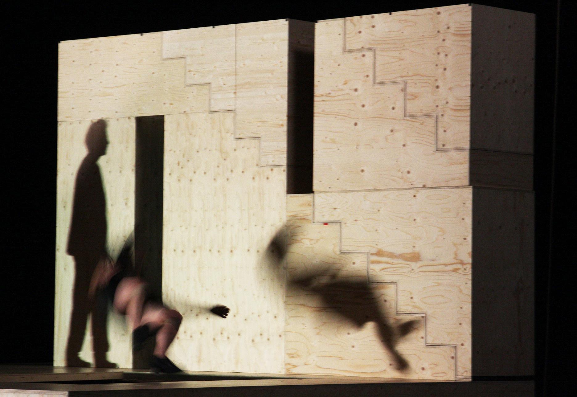 """Critique . """"L'Art de la fugue"""" de Yoann Bourgeois au théâtre Le Montfort"""