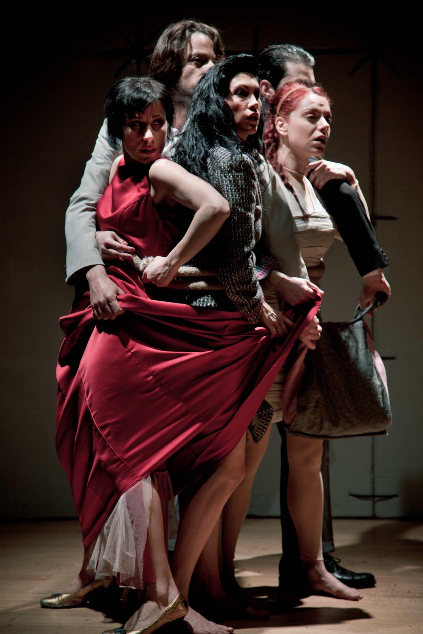 Critique• «Poli-Kratos» ville état, dramaturgie Kanigunda, au théâtre des Abbesses