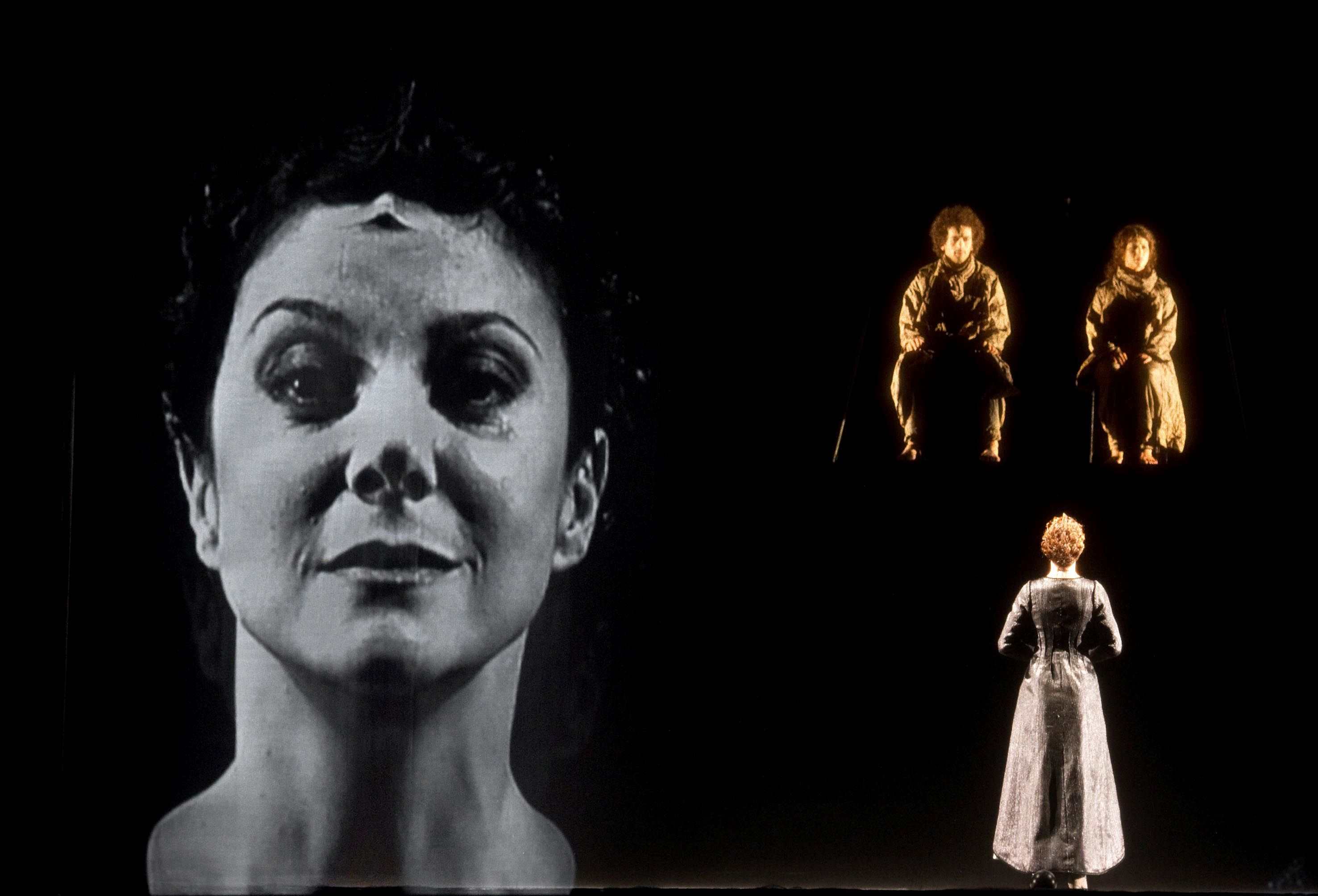 Gaia Aprea in Antigone 3