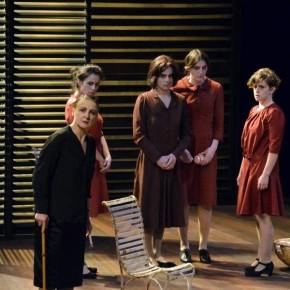 Critique ・ «La maison de Bernard Alba» de Federico Garcia Lorca, au Théâtre des Bouffes du Nord