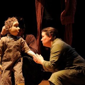 Critique ・ «Le Cercle de Craie Caucasien» de Brecht, mis en scène par Fabian Chappuis, au TOP