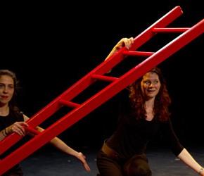 Critique. «Bienvenue dans l'angle alpha» mise en scène Judith Bernard, à la Manufacture des Abbesses