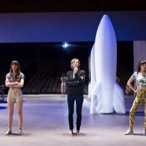 « Dans la république du bonheur » de Martin Crimp, Elise Vigier et Marcial Di Fonzo Bo, à Chaillot