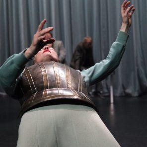 « Roses », Conception, mise en scène et scénographie de Nathalie Béasse, au Théâtre de la Bastille