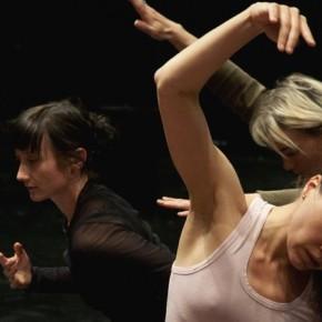 Gris, Chorégraphie de Myriam Gourfink, au Centre Georges Pompidou