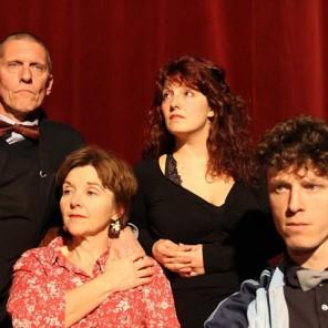 Une famille aimante mérite de faire un vrai repas, de Julie Aminthe, mise en scène de Thibault Rossigneux, Le Montfort Théâtre