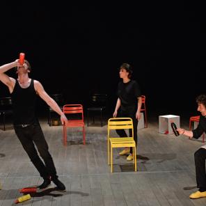 La déplacée ou la vie à la campagne, de Heiner Müller, mise en scène de Bernard Bloch au Théâtre du Soleil