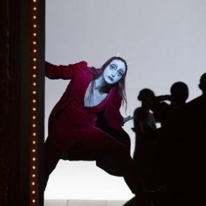Faust I et II, mise en scène de Bob Wilson, avec le Berliner Ensemble, au Théâtre du Châtelet