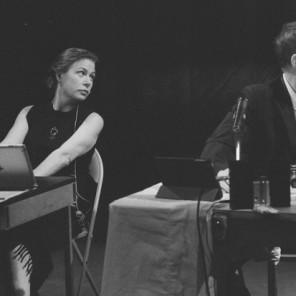 The Town Hall Affair (sous la forme d'une pièce en un acte), par le Wooster Group, mise en scène d'Elizabeth LeCompte, d'après le film Town Bloody Hall réalisé par Chris Hegedus et D.A Pennebaker, au Centre Pompidou.
