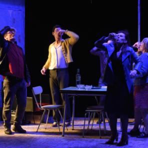 Espia a una mujer que se mata, de Daniel Veronese, Mise en scène de Daniel Delamotte, au Théâtre de l'épée de Bois