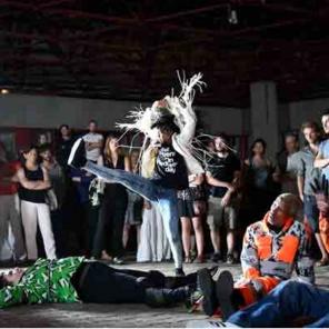 Danse de nuit, de Boris Charmatz, au Carré du Louvre