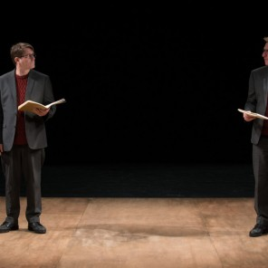 The note book de Agota Kristof mise en scène de Tim Etchells au théâtre de la bastille
