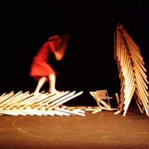 L'Homme de Hus au Théâtre de la Cité Internationale mise en scène de Camille Boitel de la Compagnie l'Immédiat.