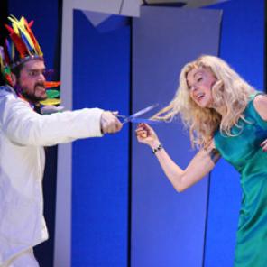 Vie et mort de H, de Hanokh Levin, mise en scène de Clément Poirée, au théâtre de la Tempête