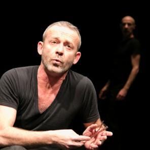 Happy Hour, mise en scène et chorégraphie d'Alessandro Bernardeschi et Mauro Paccagnella, au Théâtre de la Bastille.