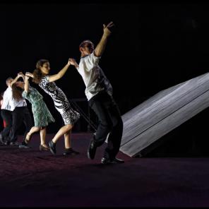 BiT, chorégraphie de Maguy Marin, au Théâtre du Rond-Point.