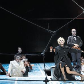 La Résistible Ascension d'Arturo Ui, de Bertolt Brecht mise en scène Katharina Thalbach, à la Comédie-Française.