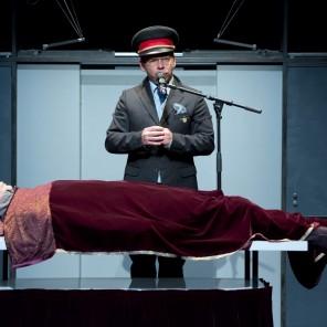 Dans un canard, écrit et mis en scène par Jean-Daniel Magnin au Théâtre du Rond-Point.