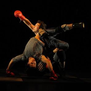 Boxe Boxe, direction artistique et chorégraphie Mourad Merzouki au Théâtre du Rond-Point