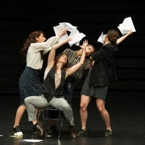 ANTHEMOESSA chorégraphie par Eirini Papanikolaou, Elvedon chorégraphie par Christos Papadopoulos au Théâtre des Abbesses.