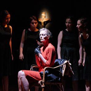 Saloperie, de Karina Beuthe et Azize Kabouche, mise en scène Azize Kabouche, au Théâtre Ciné 13