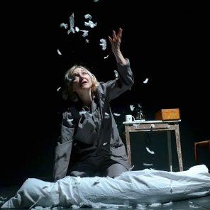 A 90 degrés, texte et mise en scène de Frédérique Keddari-Devisme, Théâtre des Déchargeurs