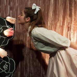 Alice au Pays des Merveilles, d'après Lewis Carroll, adaptation Marie-Laure Malric et Marie Simon, mise en scène Philippe Gouin, au Collège de la Salle, Festival d'Avignon Off