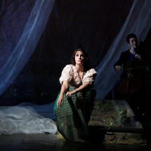 Traviata vous méritez un avenir meilleur, d'après Giuseppe Verdi, mise en scène de Benjamin Lazar, au Théâtre des Bouffes du Nord