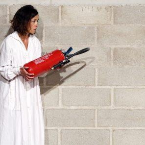 La Chute de la maison, mise en scène de Jeanne Candel et Samuel Achache, à l'Atelier de Paris-Carolyn Carlson / Festival d'Automne à Paris