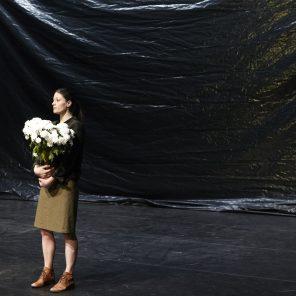 Le bruit des arbres qui tombent, conception, mise en scène et scénographie de Nathalie Béasse au Théâtre de la Bastille