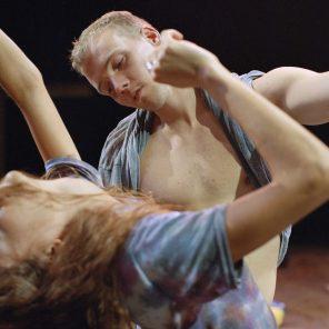 Crowd, conception et chorégraphie de Gisèle Vienne, au théâtre Nanterre-Amandiers