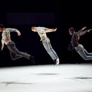 Quelque part au milieu de l'infini et New School, d'Amala Dianor, au Théâtre de la Ville-Théâtre des Abbesses