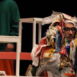 Le Hikikomori sort de chez lui, texte et mise en scène de Hideto Iwai, à la Maison de la Culture du Japon