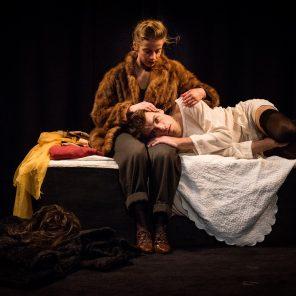 Suzanne, la vie étrange de Paul Grappe, texte et mise en scène de Julie Dessaivre, Théâtre du Lucernaire