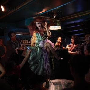 Madame Arthur, Cabaret, au Divan du Monde