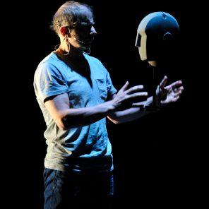 The Encounter, de la compagnie Complicité de Simon McBurney, au théâtre de l'Odéon