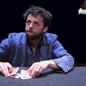 Le paradoxe de Georges, un spectacle de Yann Frish, au Théâtre du Rond-Point / Festival de la magie nouvelle