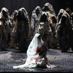 La nonne sanglante, opéra de Charles Gounod, livret d'Eugène Scribe et Germain Delavigne, direction musicale de Laurence Equilbey, mise en scène de David Bobée, à l'Opéra-Comique