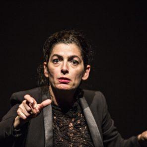 Dévaste-moi, d'Emmanuelle Laborit, mise en scène Johanny Bert à la Maison des Métallos