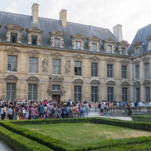 Promenade à Sully, chorégraphie Ambra Senatore, Festival Paris l'Eté, Jardin de l'Hôtel de Sully, Paris