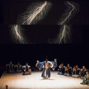 Sambasô, danse divine, conception et  scénographie de Hiroshi Sugimoto, à l'Espace Cardin / Théâtre de la Ville Hors-les-murs / Festival d'Automne à Paris / Japonisme