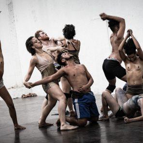 Fúria, chorégraphie de Lia Rodrigues, à Chaillot - Théâtre national de la danse