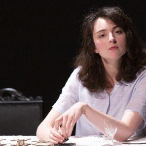 Charlotte, d'après Vie ? ou théâtre ?  de Charlotte Salomon et Charlotte de David Foenkinos, conception et mise en scène de Muriel Coulin, au Théâtre du Rond-Point