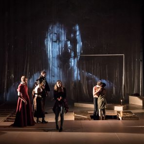 Heptaméron, récits de la chambre obscure, mise en scène de Benjamin Lazar, au Théâtre des Bouffes du Nord