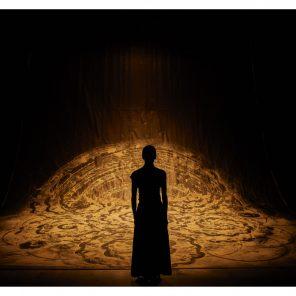 aSH, pièce d'Aurélien Bory, pour Shantala Shivalingappa, à La Scala Paris