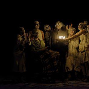 May B, chorégraphie de Maguy Marin, à l'Espace Pierre Cardin / Théâtre de la ville Hors Les Murs