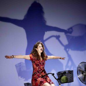 Plus grand que moi - Solo anatomique, écrit et mis en scène par Nathalie Fillion, Théâtre du Rond-Point