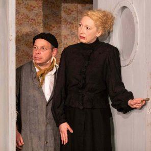 Tchékhov à la folie : La Demande en mariage et L'Ours, d'Anton Tchékhov, mise en scène de Jean-Louis Benoit, Théâtre de Poche
