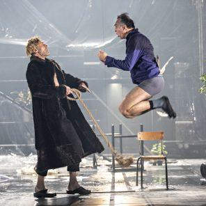 Un ennemi du peuple, d'Henrik Ibsen, mise en scène de Jean-François Sivadier, à l'Odéon-Théâtre de l'Europe