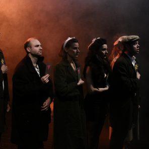 La Victoire en chantant, création collective sous la direction de Raymond Acquaviva, Théâtre 13